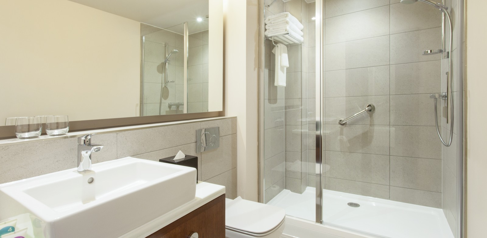 7-HyattPlace1009Bathroom_Southall - Juttla Architects